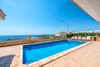 Großes Ferienhaus am Meer mit Pool
