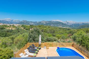 Ferienhaus mit Pool und tollem Blick