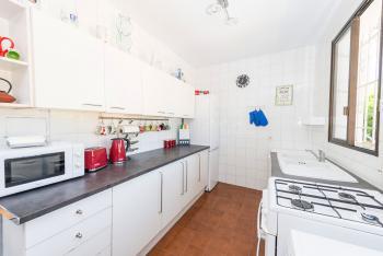 Küche mit Geschirrspüler, Waschmaschine
