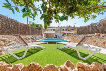 Mallorquines Stadthaus mit Pool in Felanitx