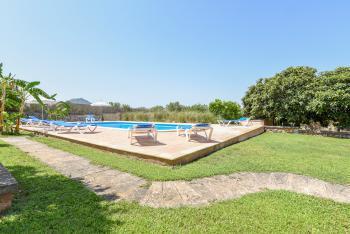 Relaxen am Pool mit Sonnenterrasse