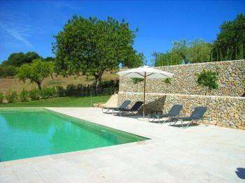 Natursteinhaus mit Pool