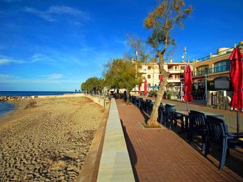 Strand und Promenade - Colonia de Sant Pere