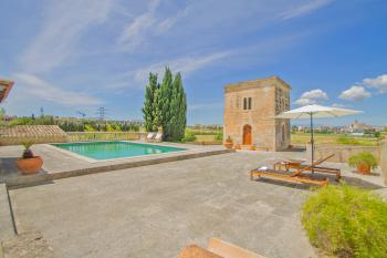 Ortsnahe, große Finca mit Pool für 6 Personen