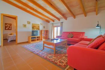 Wohnzimmer mit gemütlicher Fernsehecke