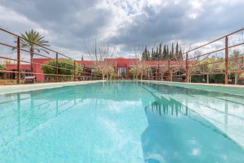 Villa mit Pool in ruhiger Lage
