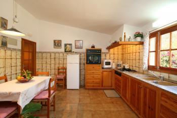Große Küche mit Gasherd, Backofen,