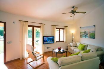 Wohnzimmer mit SAT-TV...
