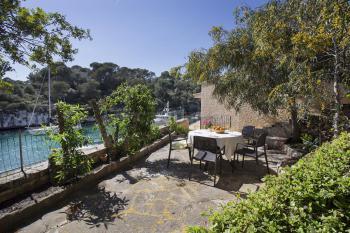 Terrasse und Innenhof mit tollem Meerblick