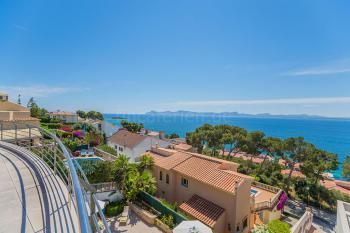 Moderne Villa mit tollem Meerblick