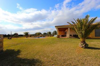 Strandnahe Finca mit Pool und Garten