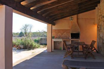 Überdachte Terrasse mit Grillecke
