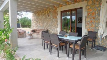 Terrasse mit Sitzecke und Essplatz