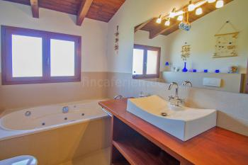 Badezimmer mit Hydromassage-Wanne