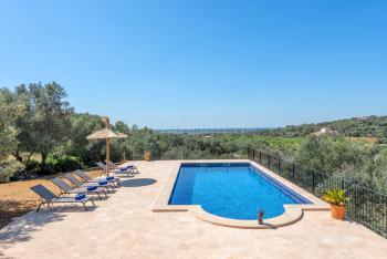 Ferienhaus mit Pool und tollem Panoramablick