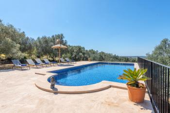 Relaxen im Mallorca Urlaub am Pool