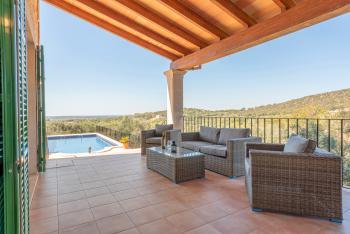 Möblierte Terrasse mit tollem Panoramablick