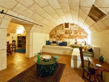 Gewölbekeller im Untergeschoss