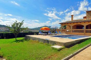 Ferienhaus mit Pool und Zentralheizung