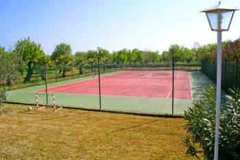 Finca mit Pool und privatem Tennisplatz