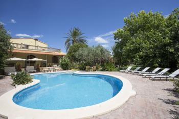 Großes Ferienhaus für 8 Personen mit Pool