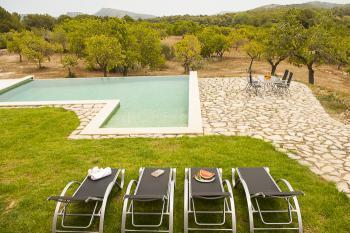 Ferienhaus mit Pool für 8-9 Personen