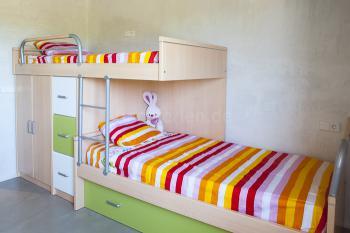 Schlafzimmer mit Einzelbett + Ausziehbett