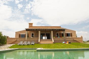 Ferienhaus mit Pool bei Arta