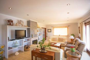 Wohnzimmer mit Sat-TV und Internet