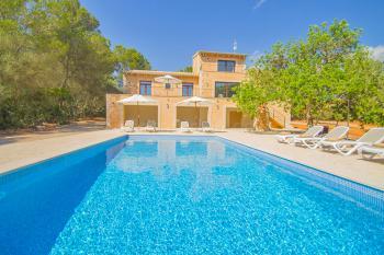 Urlaub im Ferienhaus mit Pool und Klimaanlage