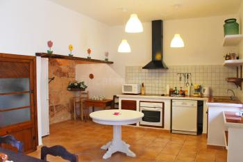 Große Küche mit Essplatz für 6 Personen