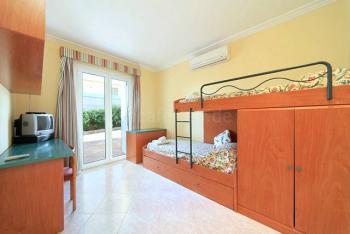 Schlafzimmer mit Einzel- und Kojenbett