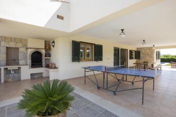 Überdachte Terrasse und Außenküche