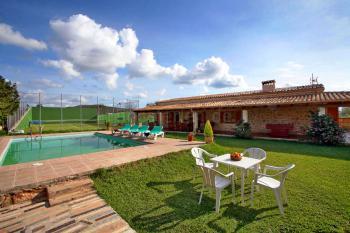 Garten, Pool und Tennisplatz