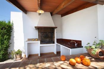 Außenküche mit Grill und Spüle