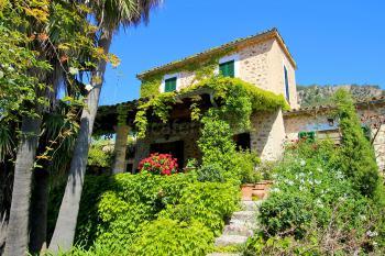 Finca mit Garten und Pool in Valldemossa