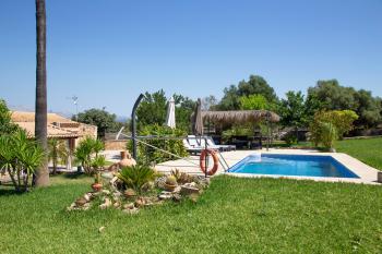 Relaxen: Pool, Sonnenterrasse und Garten