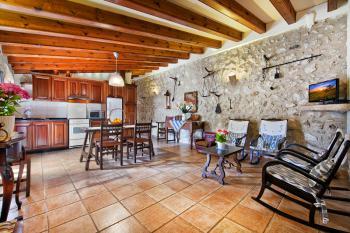 Wohnküche mit Essplatz und Sitzecke