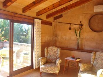 Wohnraum und Terrasse der Junior-Suite