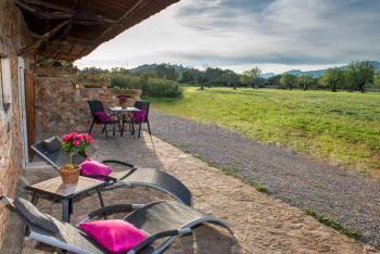 Private Terrasse mit Blick in den Garten