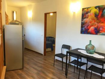 Esstisch  und kleine Küche