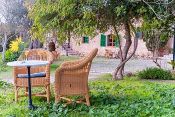 Sitzmöglichkeiten im Garten