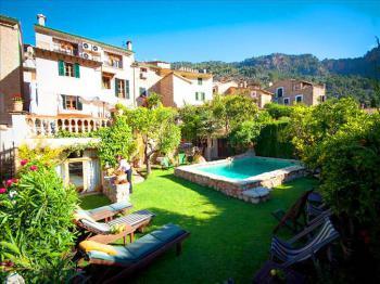 Landhotel mit Pool und Garten