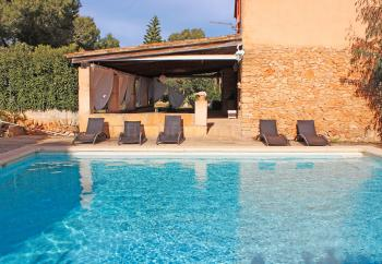 Yoga-Hotel mit Pool