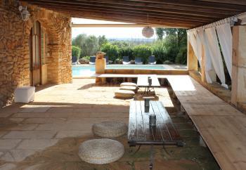 Chillout-Area neben dem Pool
