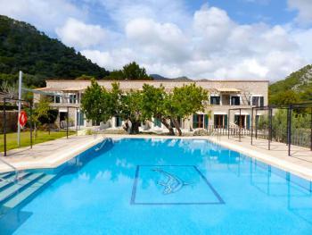 Suiten im Hotel mit Pool