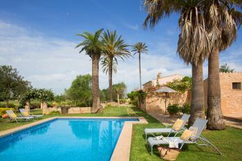 Apartments mit Pool und Gartenanlage