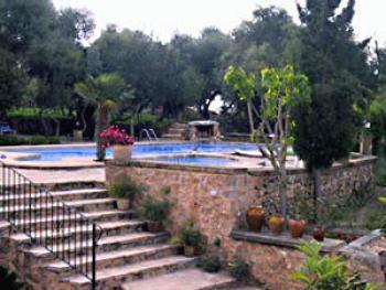 Großer Pool mit Kinderbecken