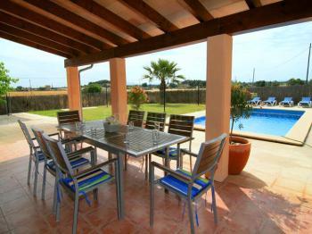 Ferienhaus mit Pool und Terrasse