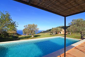 Finca mit Pool und Meerblick